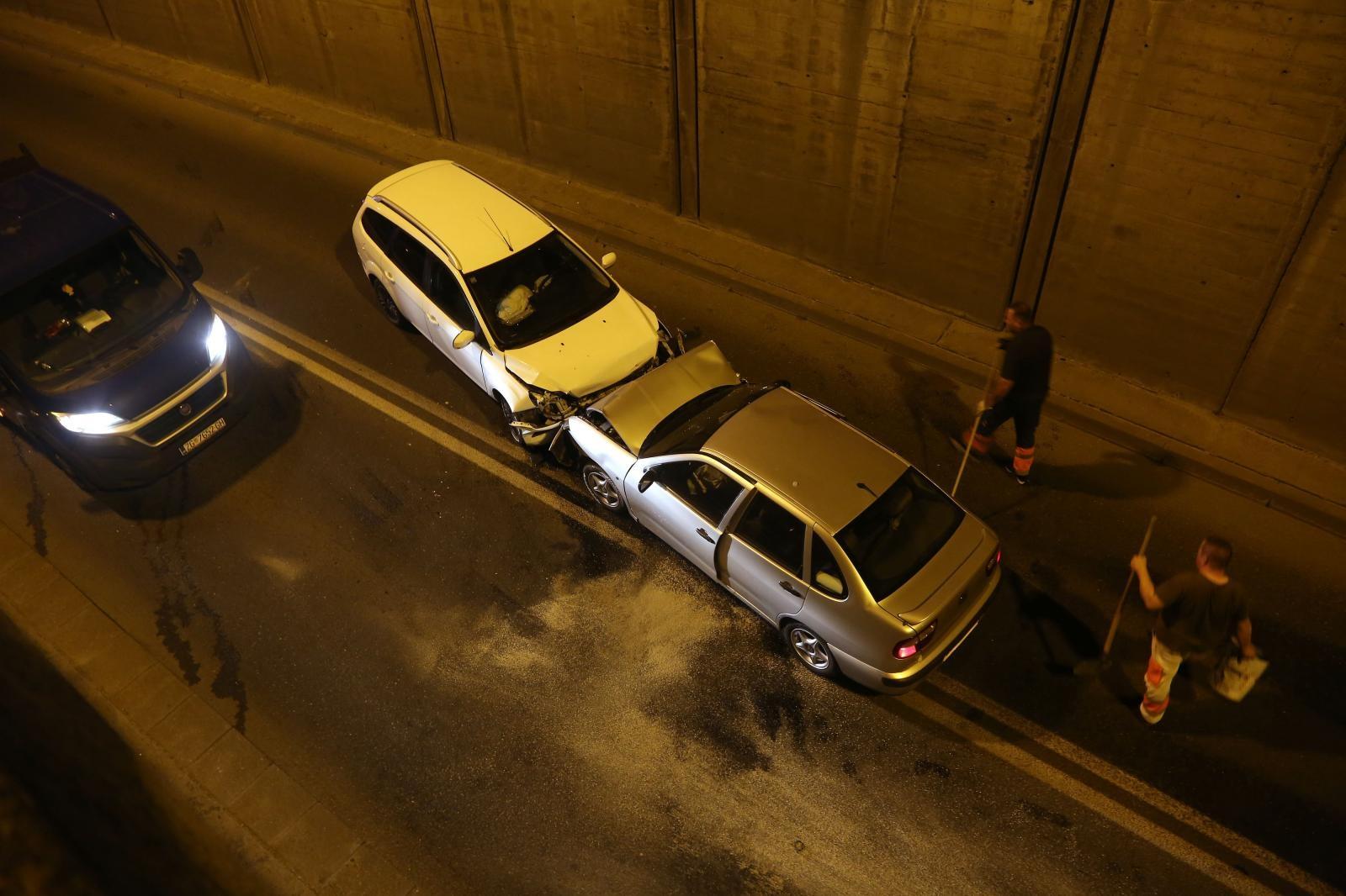 Ušao u suprotni trak i izazvao sudar u podvožanjaku na Selskoj ulici