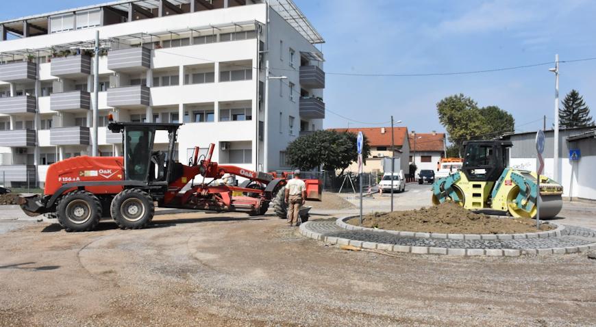 FOTO: OŠ Eugena Kumičića konačno dobila okretište autobusa, slijedi joj i energetska obnova