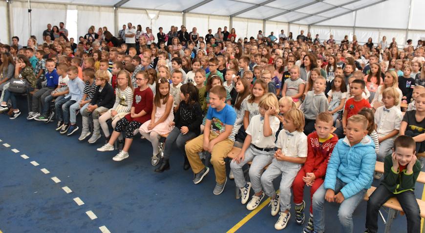 VIDEO/FOTO: Predstavom Grga Čvarak rugvički školarci ušli u novu školsku godinu