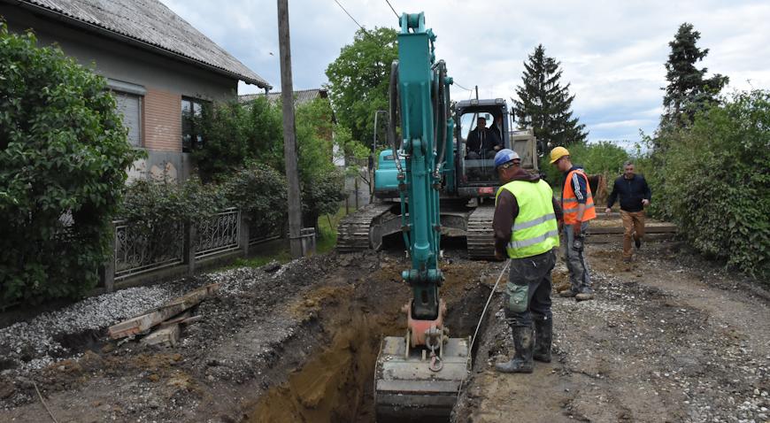 Nastavljaju se radovi izgradnje vodovoda i odvodnje na području Dugog Sela