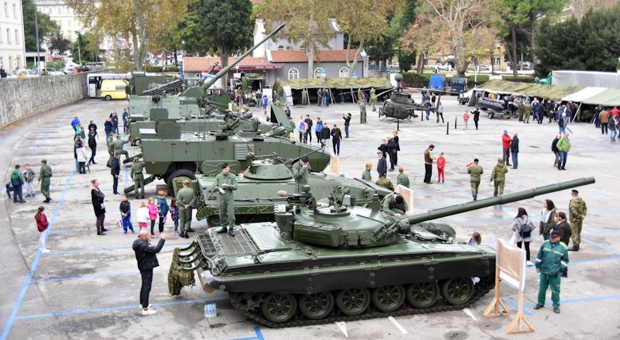 VIDEO: Brojni Puležani razgledali taktičko-tehnički zbor naoružanja HV-a