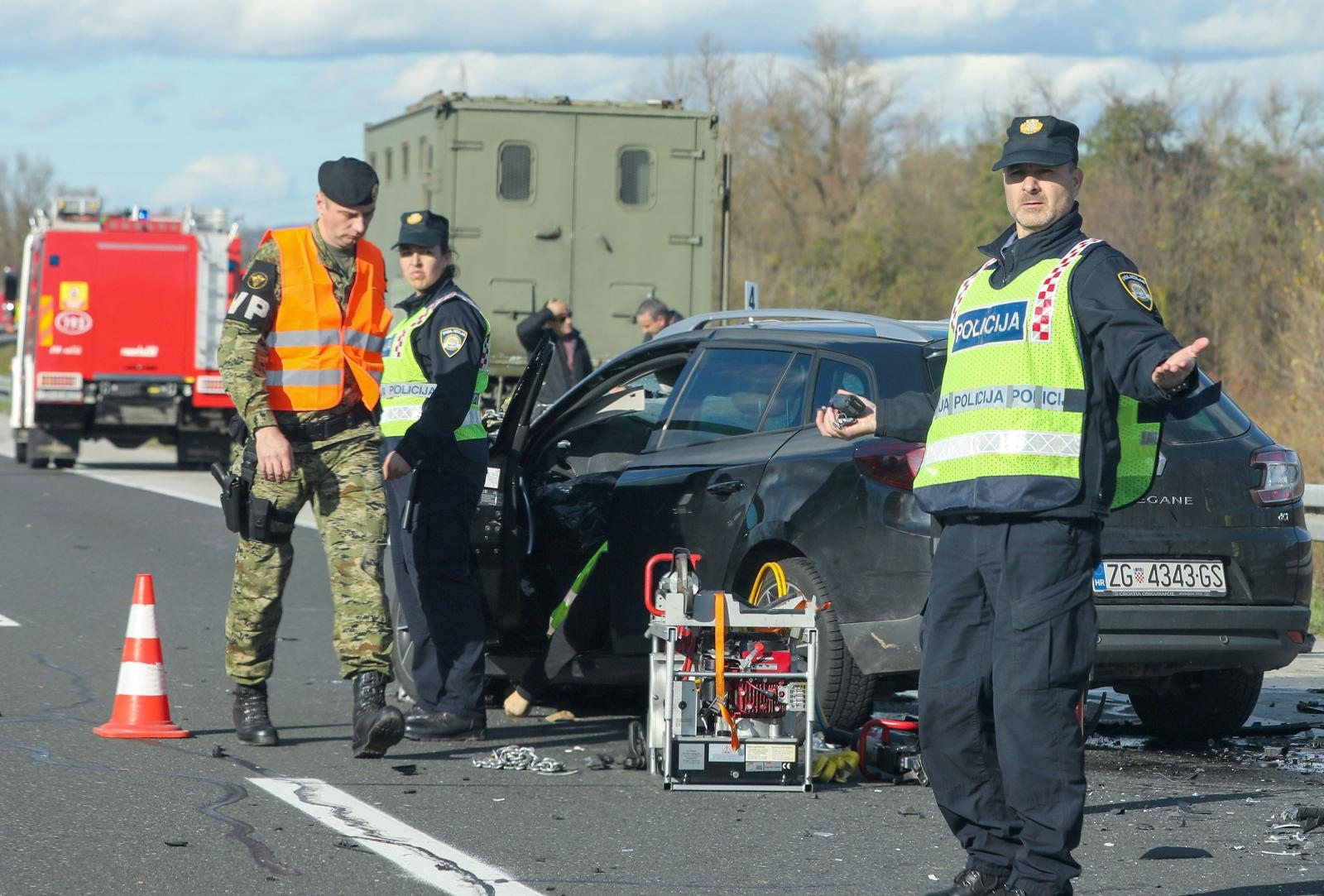 PROMETNA KOD RAKITJA – U sudaru automobila i kamiona Hrvatske vojske stradala jedna osoba