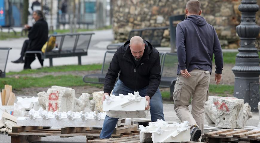 S Brača stigla nova pošiljka kamenih elemenata za katedralu