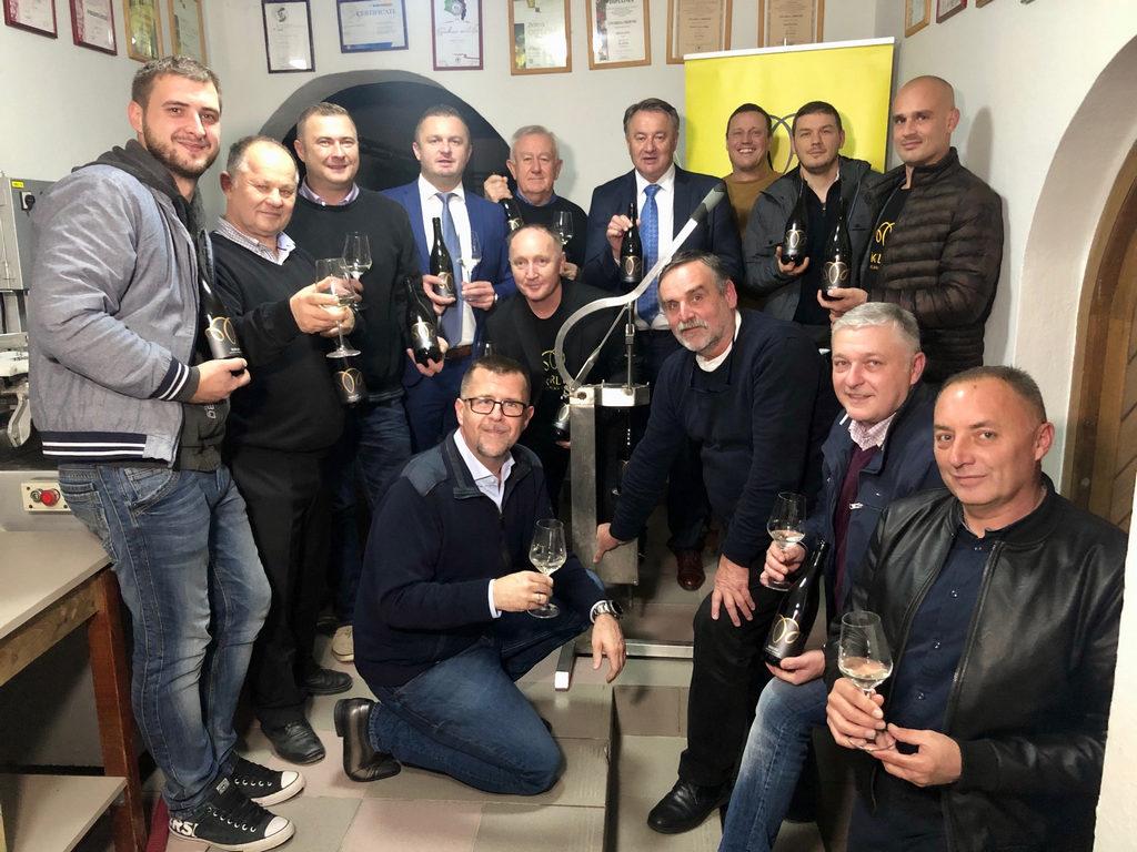 U Popovači natočen prvi zajednički škrlet moslavačkih vinara
