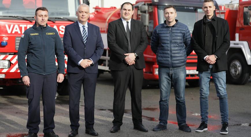 FOTO: Javna vatrogasna postrojba i Vatrogasna zajednica Ivanić-Grada nabavili četiri vozila i čamac