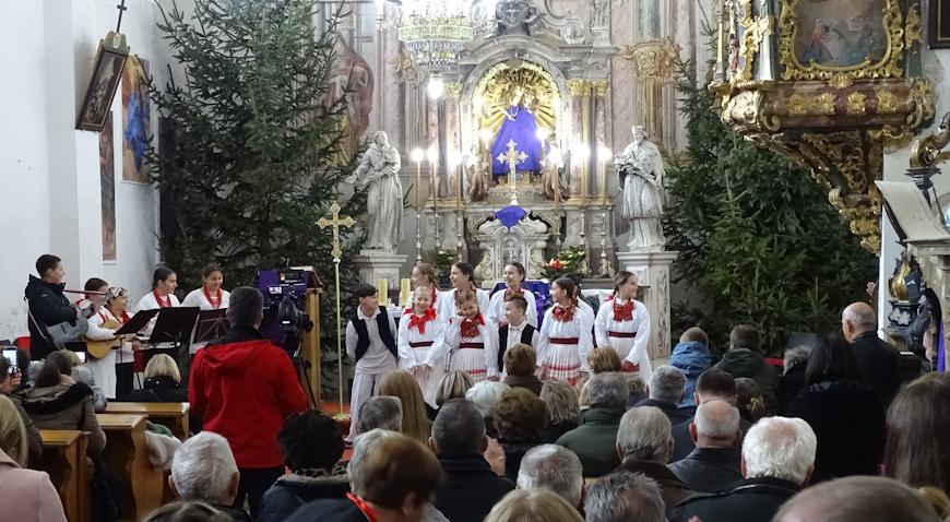 FOTO: Zvuci božićnih pjesama odzvanjali marijagoričkom crkvom