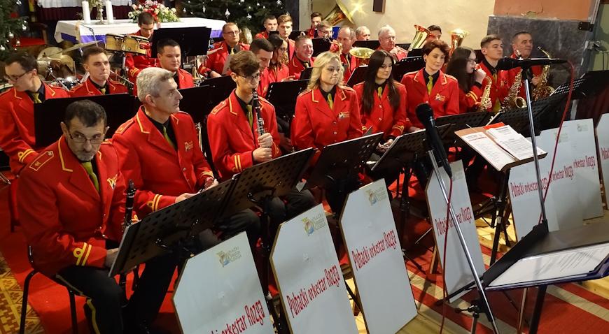 FOTO: Puhački orkestar Rozga skladbama u blagdanskom duhu počastio svoju vjernu publiku