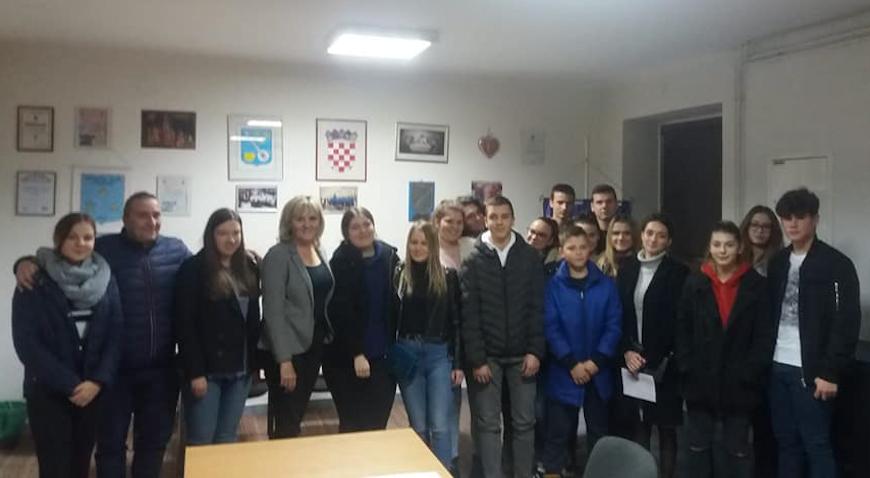 Najboljih 12 učenika i 6 studenata u Jakovlju primilo stipendije