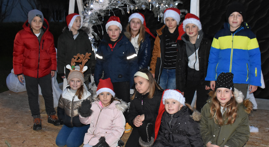 FOTO: Započela Božićna čarolija u Posavini