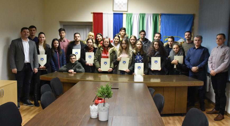 Ervin Vujica stipendistima: Nemojte odustajati od školovanja