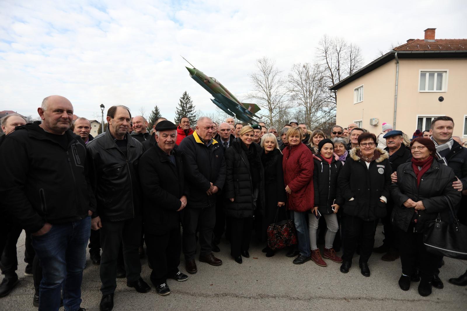 Kolinda Grabar-Kitarović u Gornjoj Stubici položila vijenac na spomeniku Rudolfu Perešinu