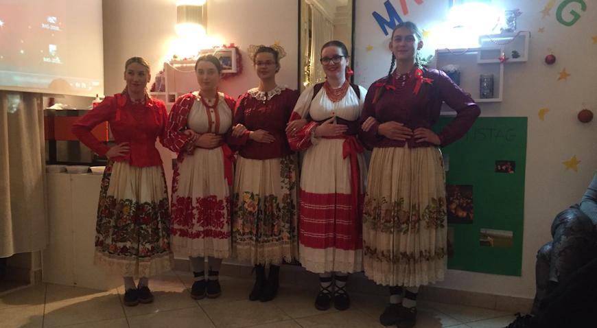 FOTO: KUD Posavka uveličala međunarodni projekt Božićnih običaja u Zagrebu