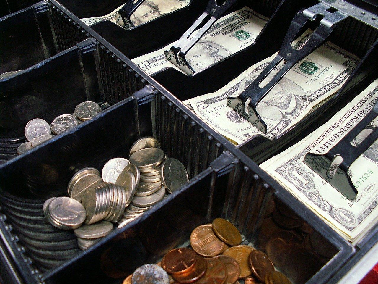 RAZBOJNIŠTVO U VELIKOJ GORICI – Kradljivac iz kase otuđio novac, odgurnuo zaposlenicu i pobjegao