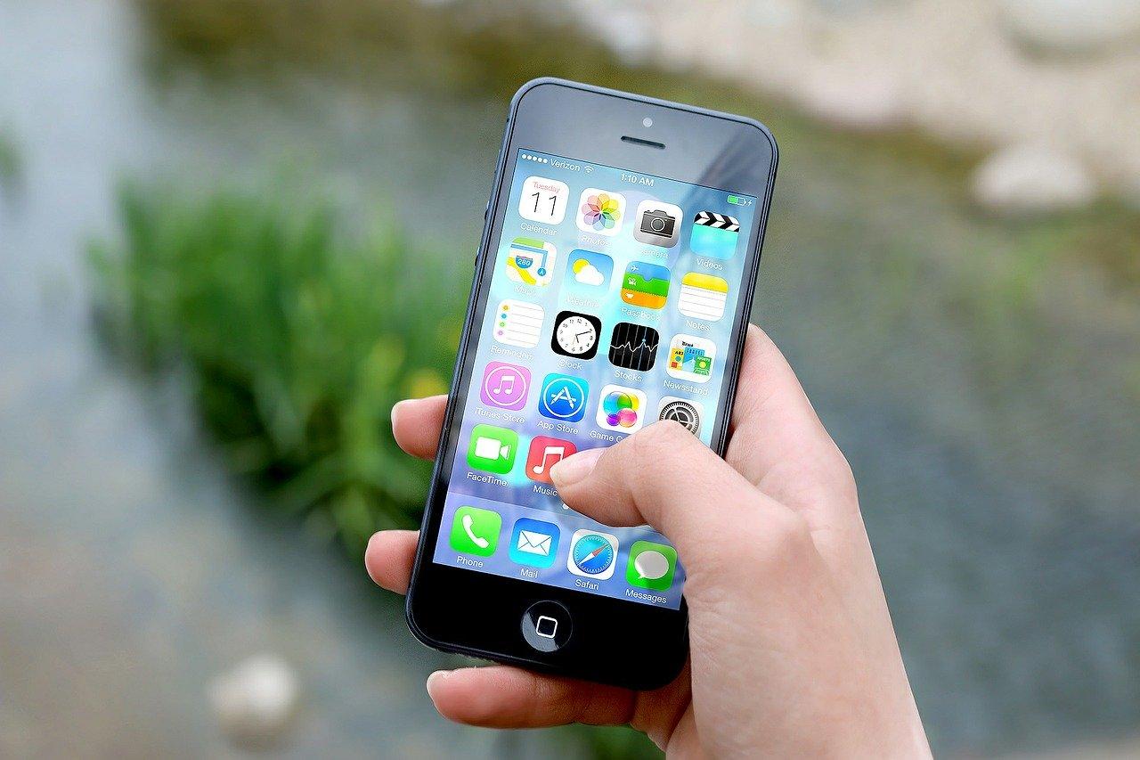 Maloljetnici iskoristili gužvu u trgovini i ukrali mobitel