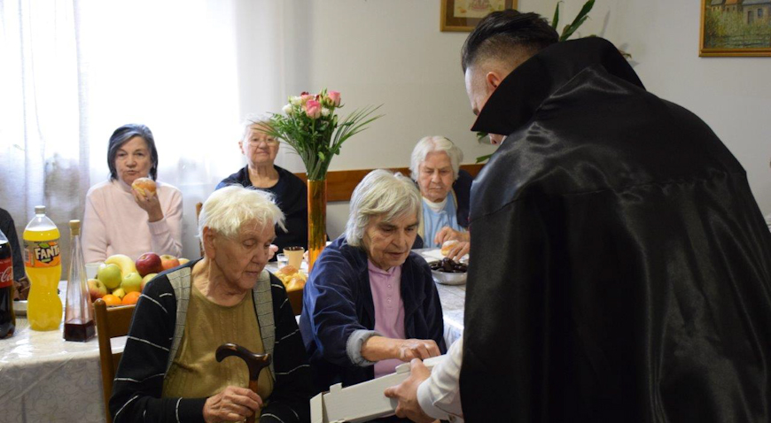 Dugoselski umirovljenici počašćeni s 500 krafni