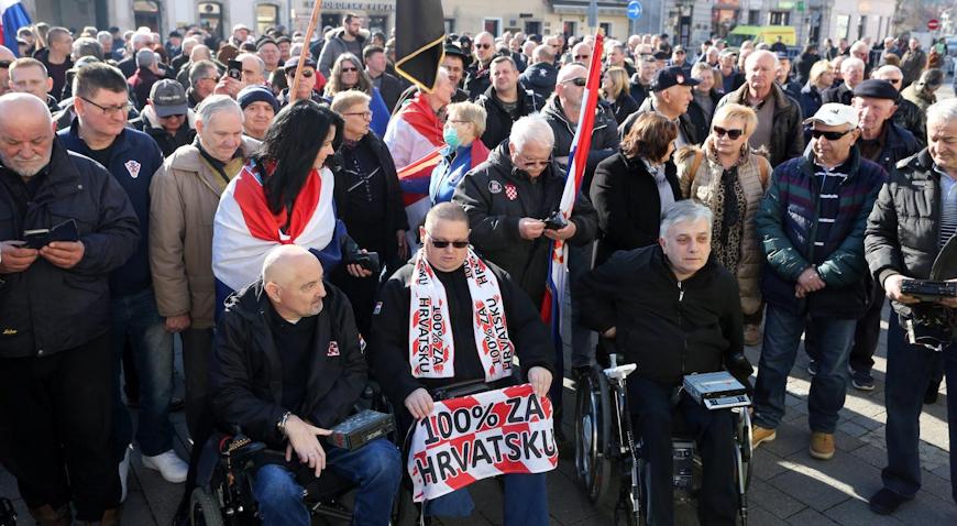 VIDEO: Branitelji izašli na samoborski trg osudivši Beljakove izjave