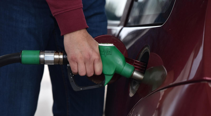 DOBRE VIJESTI ZA SVE VOZAČE – Od ponoći jeftinije gorivo