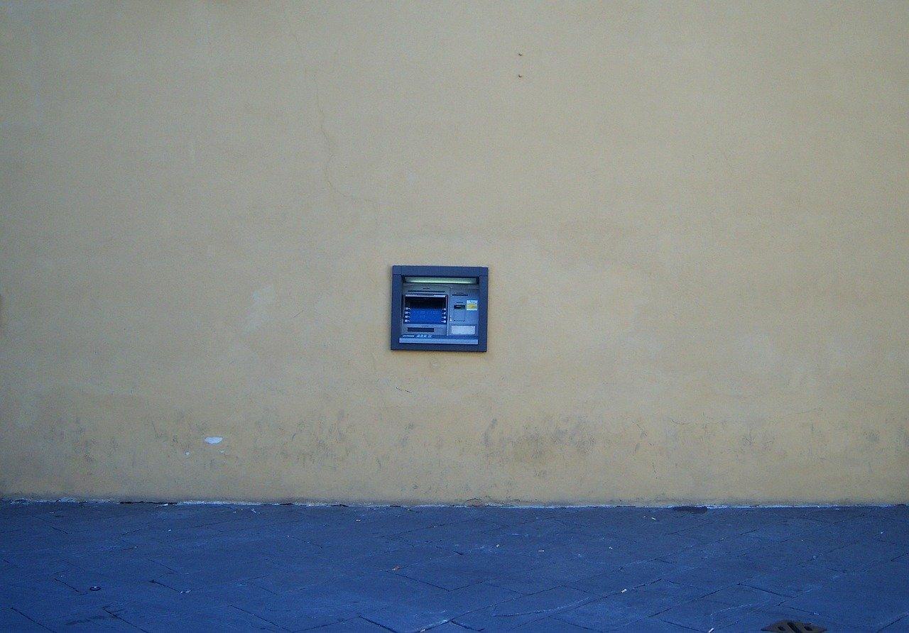 U Klinča Selima provaljeno u bankomat