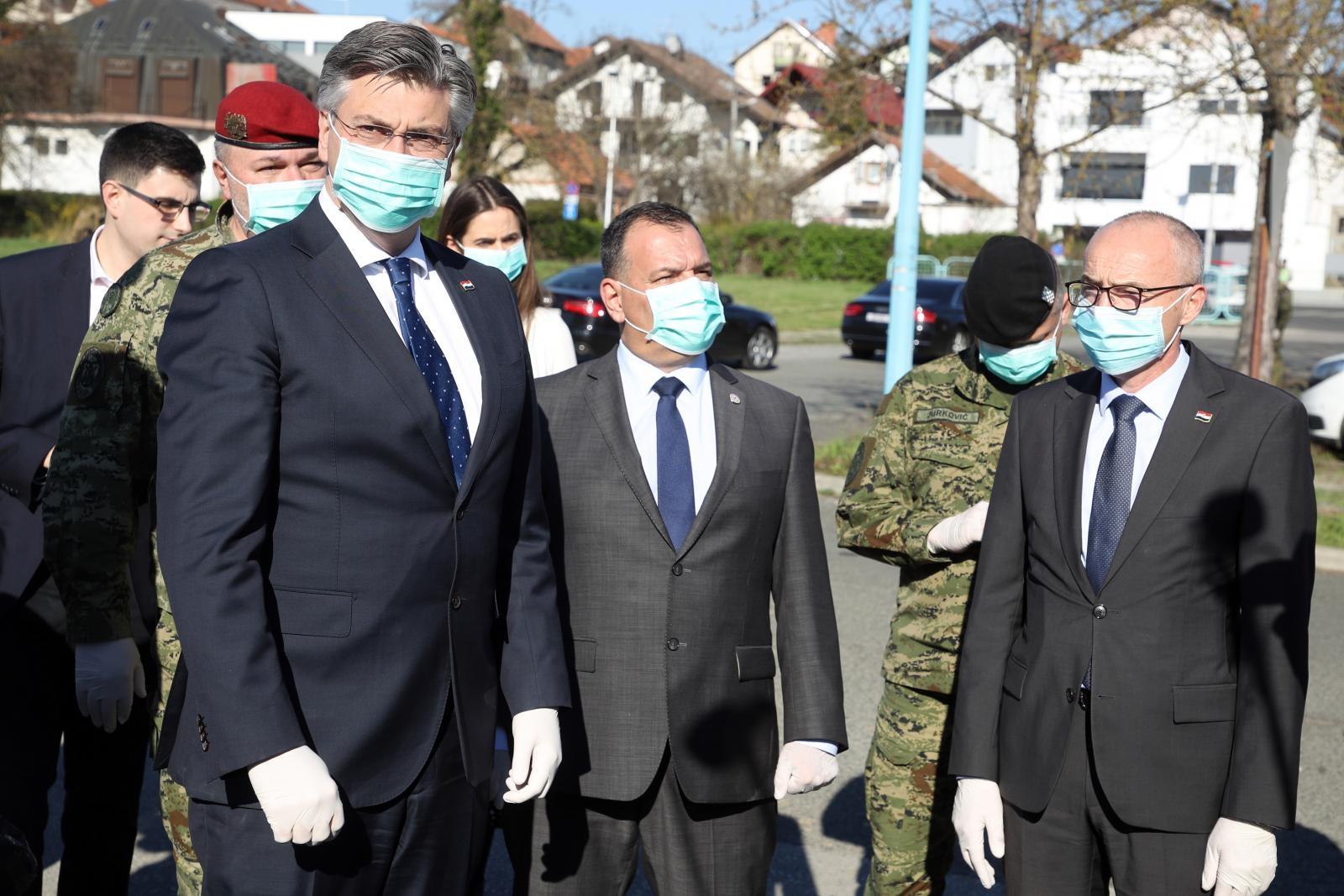 Andrej  Plenković pohvalio brzu uspostavu smještajnog kampa u Dubravi